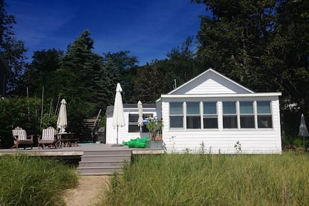 Pristine Cottage on White Sand Beach - 사우솔드(Southold) - 방갈로