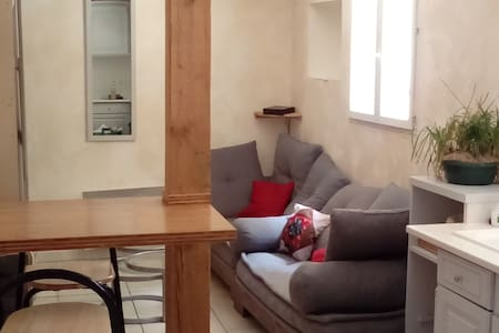 Chambre dans maisonnette en coeur de ville - House