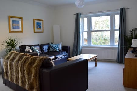 2 bedroom apartment in Winchester - Apartment