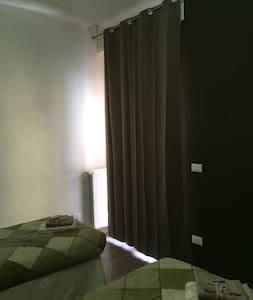 Camera privata con bagno privato - Appartamento