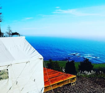Glamping tent 400 feet above the Pacific Ocean - Jenner - Bed & Breakfast
