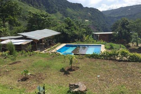 CASA DE VERANEO CAMPESTRE EN CARTAGO - Paraíso - Casa