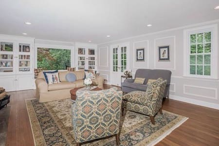 Charming, Comfortable Simsbury Home - House