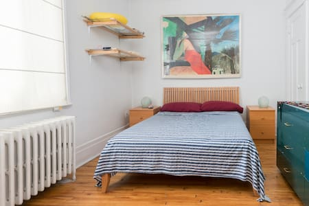 Double bed on Byron next to Metro Snowdon and more - House