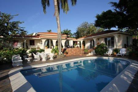 Villa Los Arcos - 2bdr/2ba villa w/ AMAZING views - Vila