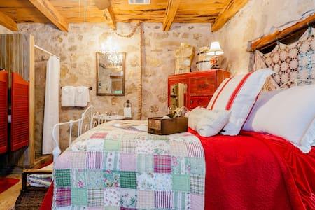 Jr Suite at Rock Harbor Lodge - Boerne - Bed & Breakfast