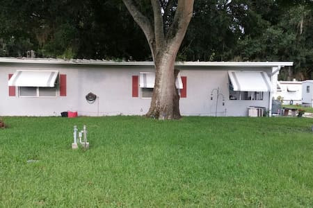 Close to Taylor Creek and shopping - Okeechobee - Maison