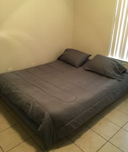 Gated community Bedroom close to Airport - Pharr - Apartamento