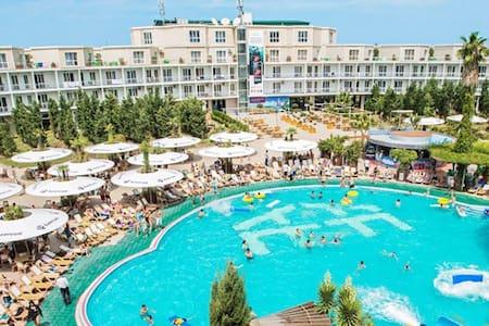 AF Hotel & Aqua Park - Bed & Breakfast