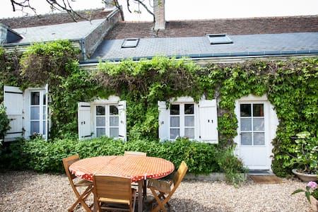 Lovely cottage with pool nr Amboise - Haus