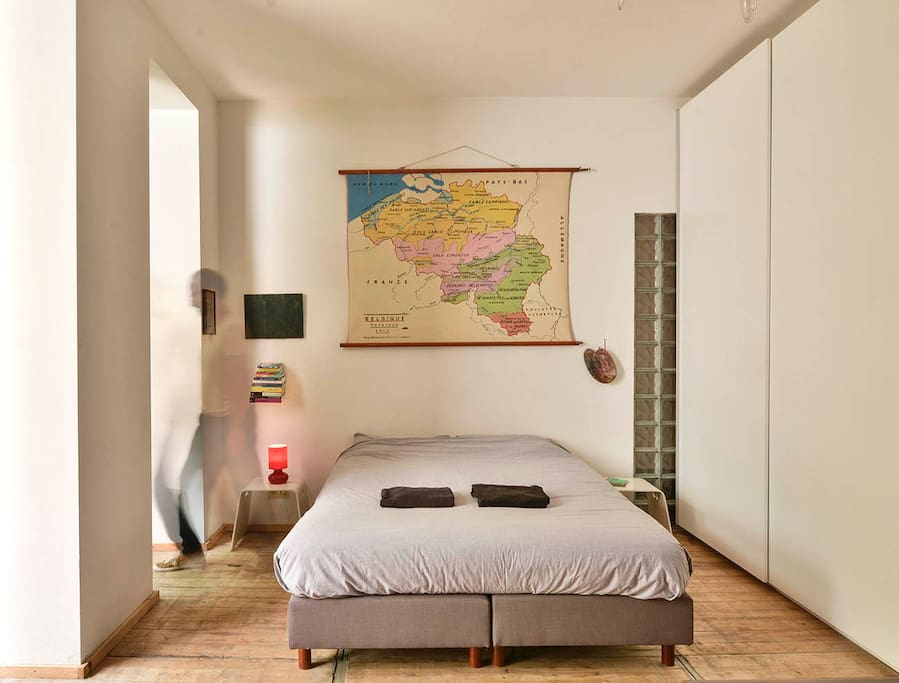 contemporary art flat in centre bed breakfasts louer bruxelles. Black Bedroom Furniture Sets. Home Design Ideas