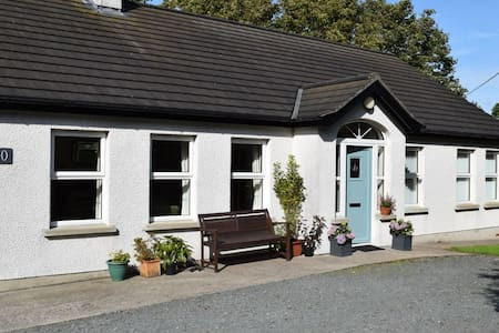 Spacious cottage with use of studio - Portaferry