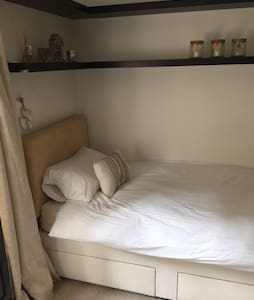 Single room with own  TV with cable - Watford - Casa
