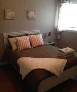Private In-law Suite on Quiet Cul-de-sac - Huis