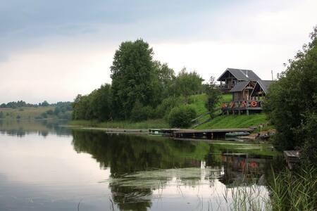 """Дом в гостевой деревне """"Ежезеро"""" - Huis"""