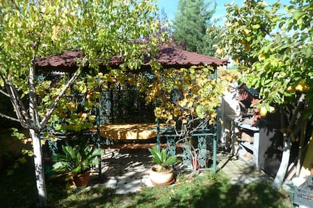 Excellent villa with garden for 1- 4 people. - Chalet