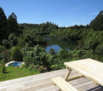 Stunning & Private Barefoot Lodge, Lake Rotoehu - Hus