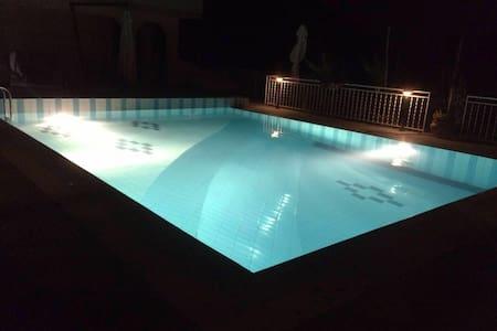 Villa Cerasiello (affitta camere)2 - Haus