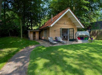 Sparrennest, boshuis (forest cottage) in Hilversum - Hilversum - Blockhütte