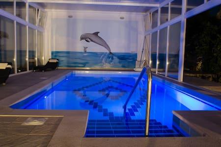 Apartment Villa Katarina -5 Bedroom w/ Pool & Sea - Banići - Leilighet