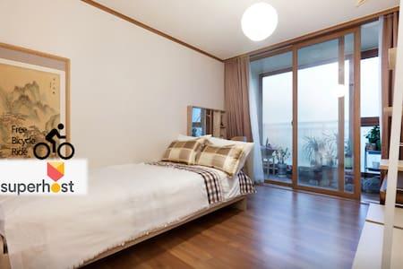 MJ's homestay (single room) - Gangnam-gu - Bed & Breakfast