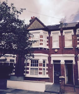 Hammersmith - 1 room available in a 2 bed house - Apartment
