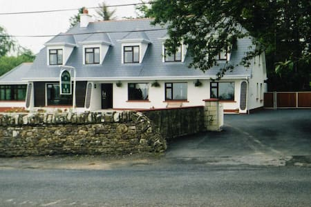 Rinnaknock B&B - Large Room 5 - Limerick - Bed & Breakfast