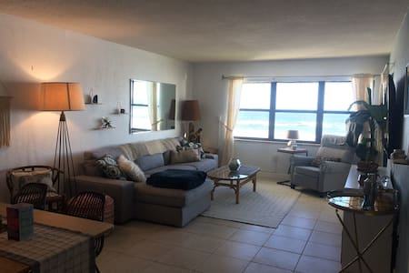Bungalow Beachfront Condo - New Smyrna Beach