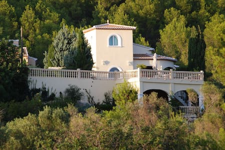 Casa Andromeda - private luxury to unwind & relax - Huvila