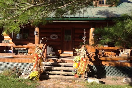 Private Rooms available in Log Home - Renfrew - House
