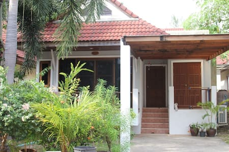 2bed home only 10 minuets to beach - Rumah