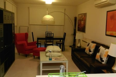 Clean and cozy flat with parking in quiet area - Pis