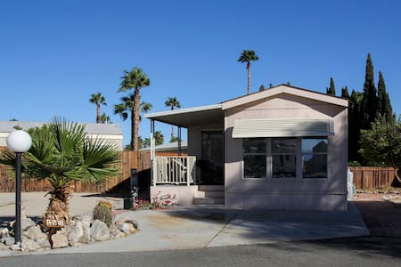 2 BDRM Desert Retreat, Hot Mineral Spring Waters! - Bungaló