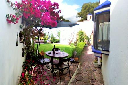 ¡Habitación céntrica estilo mexicano! - House