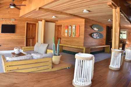 Casa Aura Beachfront: Quadruple Private Room - Tamarindo - Bed & Breakfast