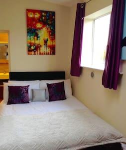 Cool Studio with Kitchen & Bathroom - London - Apartment