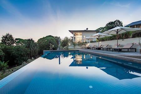 """Ranis Lodge Villa """"Rumah Alang"""" - Langkawi - Bungalow"""