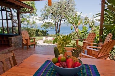 Lakeshore Retreat, escape from it all! - Santa Cruz la Laguna - Casa