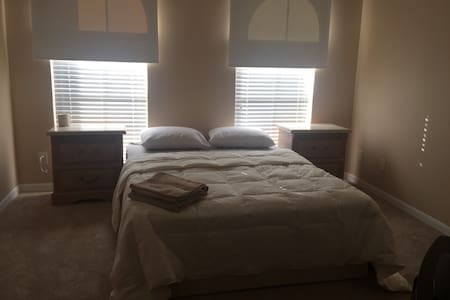 Cozy queen bed with all the bells and whistles - Orlando - Hus