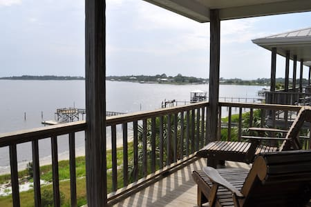 Beach-front Condo in Cedar Key - Condominium