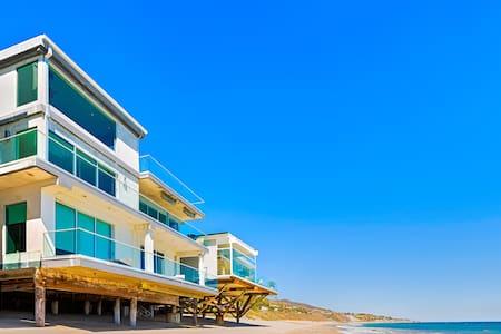 Oceanfront Celebrity: 115271 - Malibu