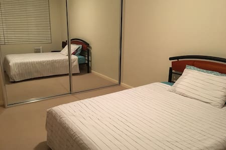 Private room close to city - Roseville - Daire