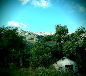 Beautiful yurt amid oak-cloaked Andaluce mountains - Rundzelt