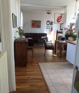 Chambre dans belle maison à deux pas du centre villes - Auxerre - House
