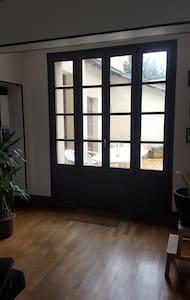 Chambre dans maison avec jardin - Casa