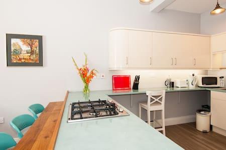 4-bedroom City Centre Apartment - Apartamento