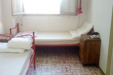 Stanza in appartamento sul mare - Apartemen