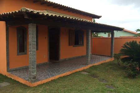 Bela Casa Com Piscina em Araruama - Araruama