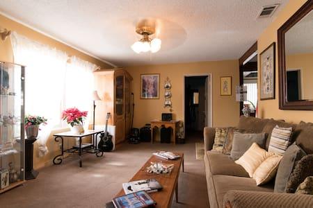 Private Room /cozy South Torrance - Ház