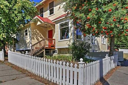 Stunning 4BR Historic Roslyn House w/Wifi - Maison